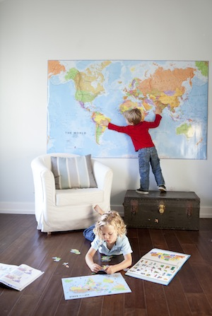 Learning geography with giant maps and magnetic puzzles